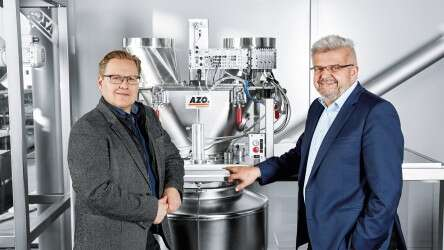 Frank Pahl, Head of Development (AZO; right) and Thomas Stumpf, Sales Engineer Process Industry (Festo)